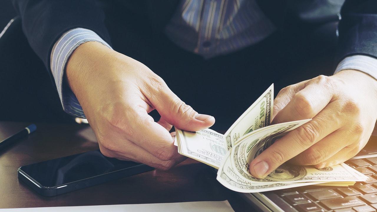 Giao dịch với một nửa số tiền bạn dự định giao dịch