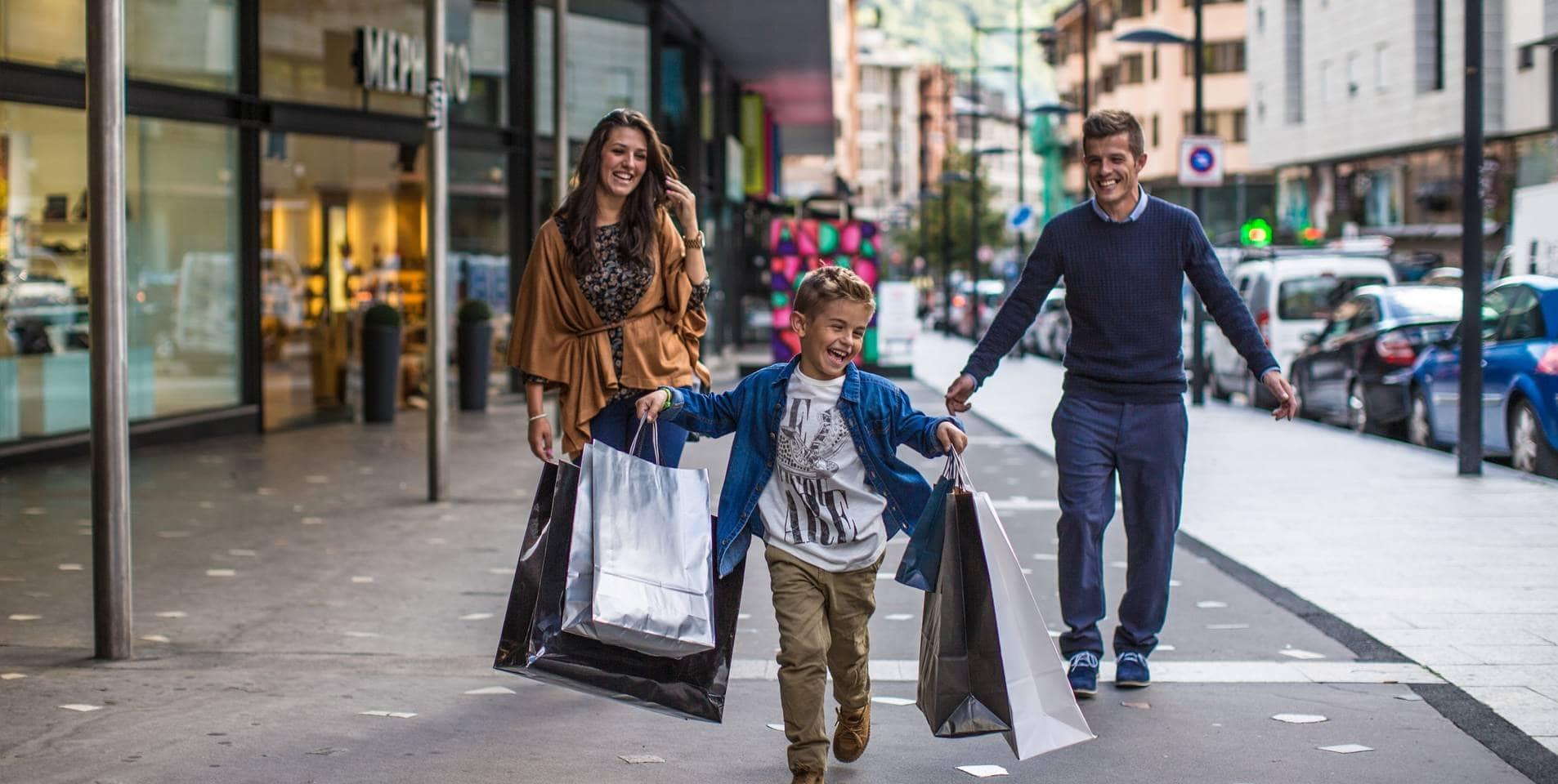 mua sắm những thứ cần thiết bằng ngân quỹ